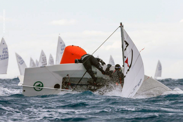 snipe capsize at jibe mark